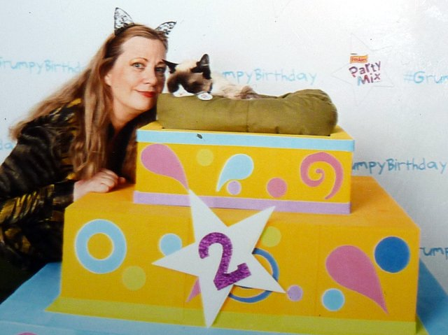 Layla Morgan Wilde and Grumpy Cat