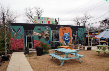 Blue-Cat-Cafe-patio